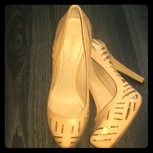 BCBG Tan/gold Heels Size: 8.5